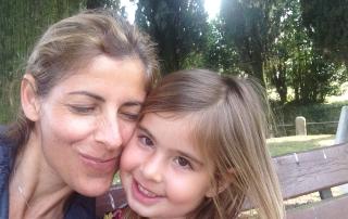 אמא ובת נהנות יחד