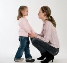 אמא ובת מדברות